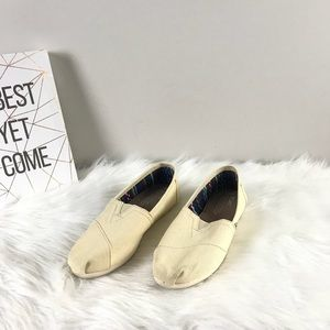 Toms White Canvas Slip Ons Loafer Classic